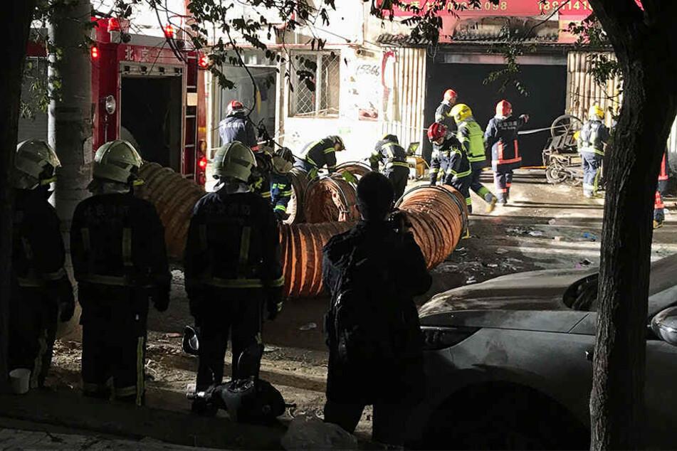 Vermutlich im Keller eines chinesischen Wohnhauses brach Feuer aus.