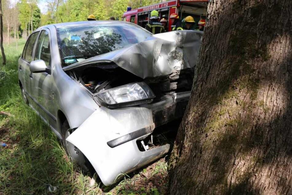 Die Fahrerin musste schwer verletzt ins Krankenhaus gebracht werden.