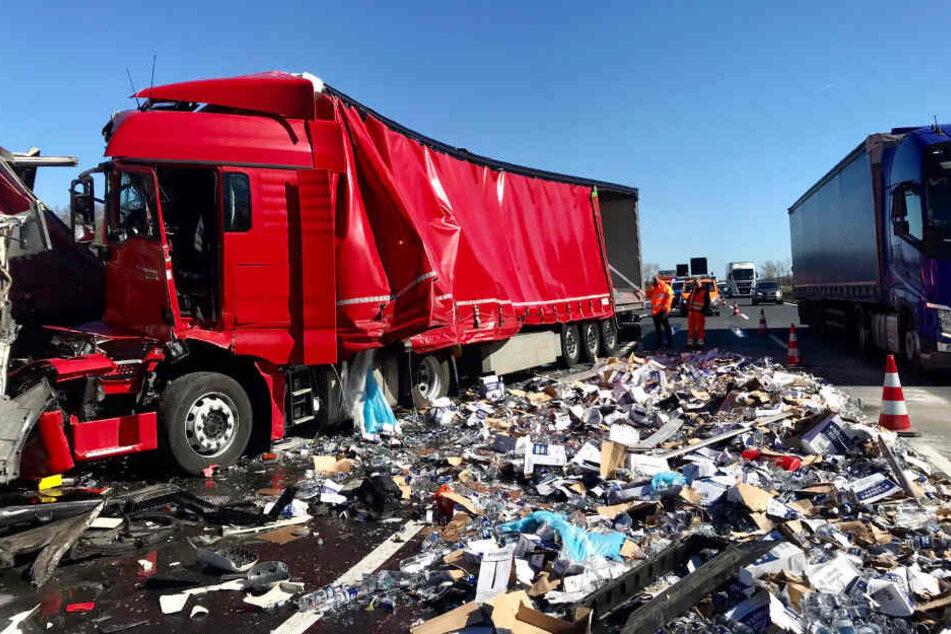 Lkw-Unfall auf A10: Tausende Liter Alkohol landen auf der Autobahn