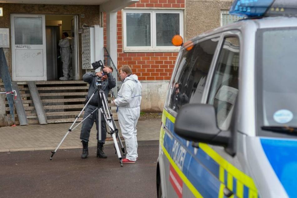 In Halle (Saale) wurde am Sonntag eine tote Frau entdeckt.