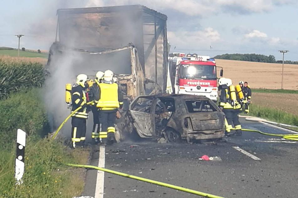 Flammeninferno: Zwei Tote bei tragischem Lkw-Unfall