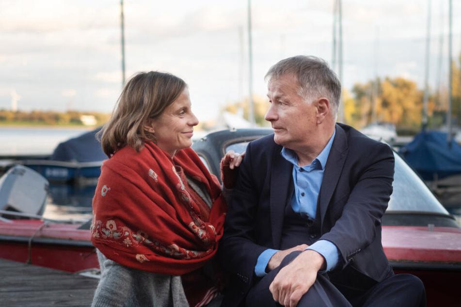 Während Dr. Heilmann für mehr Romantik zwischen ihm und seiner Katja sorgen möchte, verletzt sich deren Sohn Hanno unter seiner Verantwortung. Wie geht es nun mit den beiden weiter?