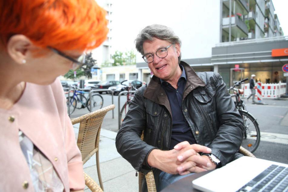 Zuversichtlich berichtet Peter Escher Morgenpost-Reporterin Katrin Koch von seinem neuen Online-Portal moneycheck.de