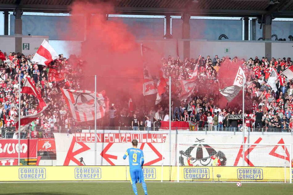 Im Meisterschaftsspiel am 17. Februar gegen den FC Carl Zeiss Jena waren im Zwickauer Zuschauerbereich vier Rauchkörper gezündet worden.