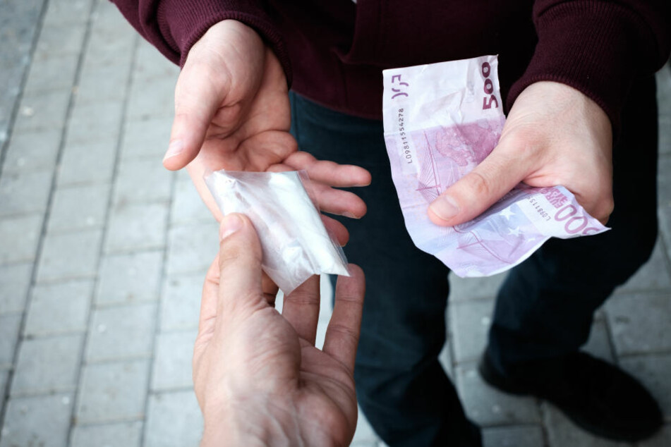 In einer Kneipe in Berlin-Mitte wurden drei mutmaßliche Drogendealer festgenommen (Symbolbild).