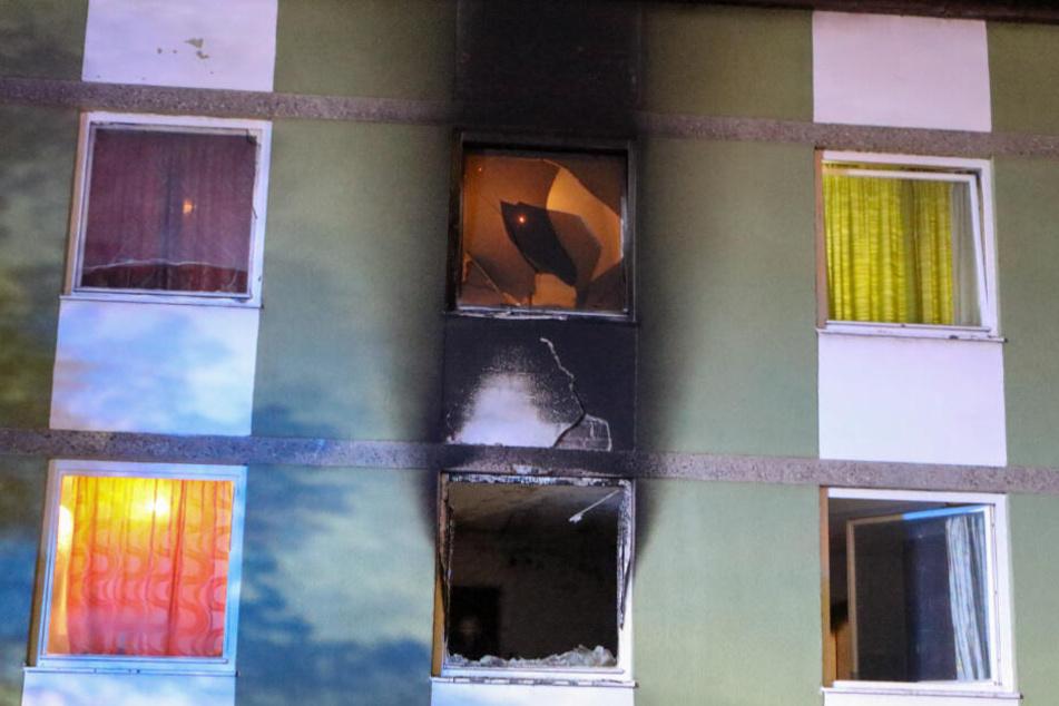 Das Feuer brach offenbar in einer Wohnung im Obergeschoss aus.