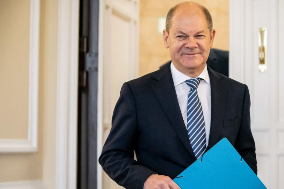Olaf Scholz (65, SPD), Bundesfinanzminister, kommt zu der Bekanntgabe des Ergebnis der Herbst-Steuerschätzung.