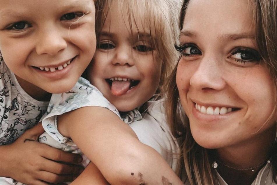 Anne Wünsche (28) mit ihren Töchtern Miley (l.) und Juna.