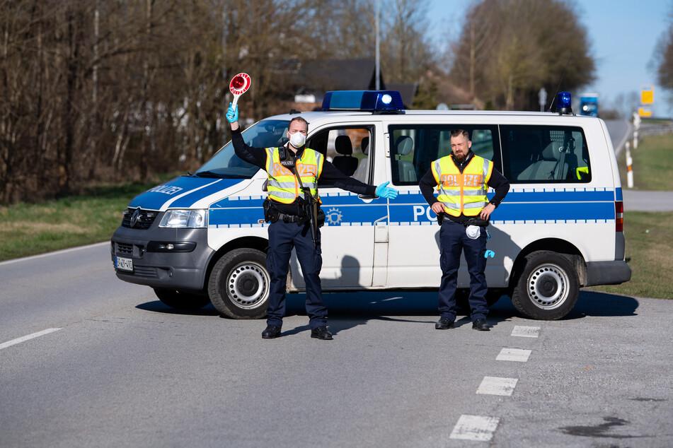 Die Bundespolizei hat am Mittwoch fünf wegen der Corona-Krise geschlossene Grenzübergänge zwischen Österreich und Bayern wieder geöffnet.