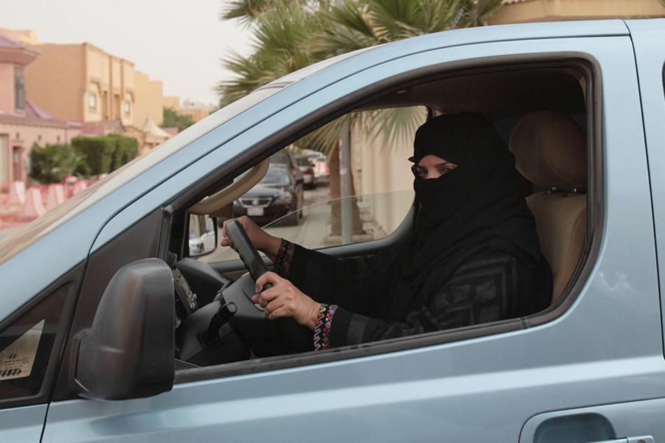 Das islamisch-konservative Saudi-Arabien will Frauen in Zukunft das Autofahren erlauben.