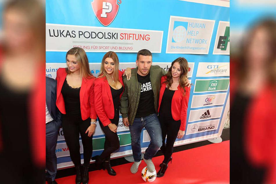 Auch Lukas Podolski wird für den guten Zweck mitspielen.