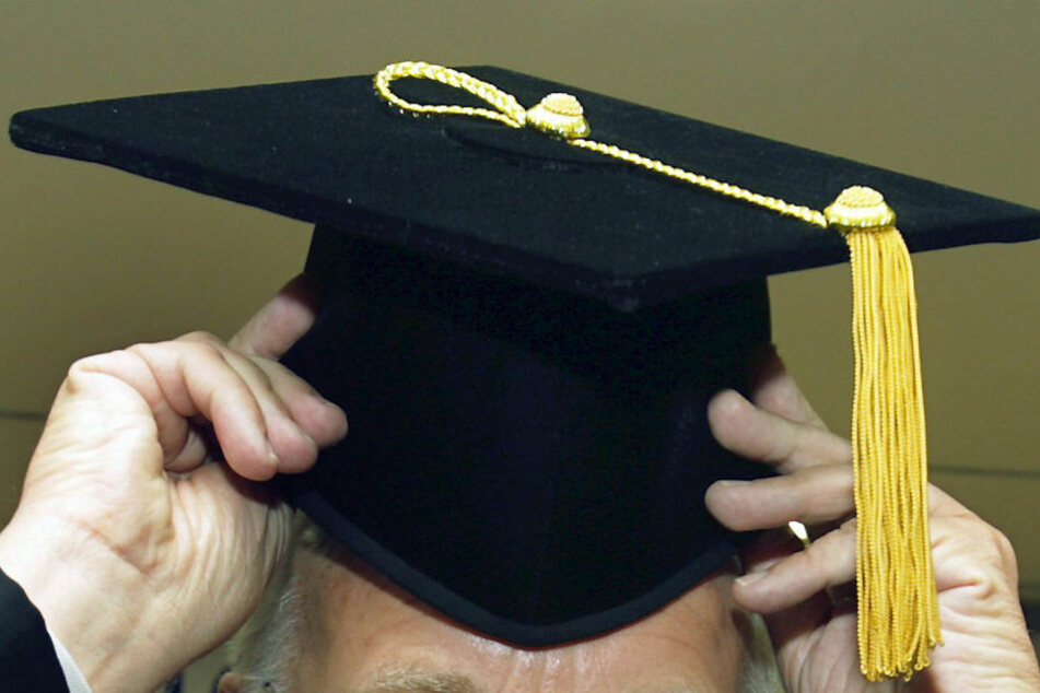 Ex-Knasti startet illegales Business mit Doktortiteln