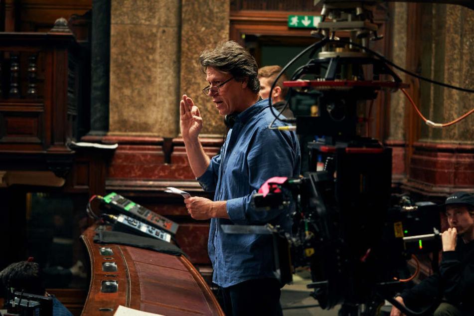 "Regisseur Gavin Hood bei den Dreharbeiten von ""Official Secrets""."