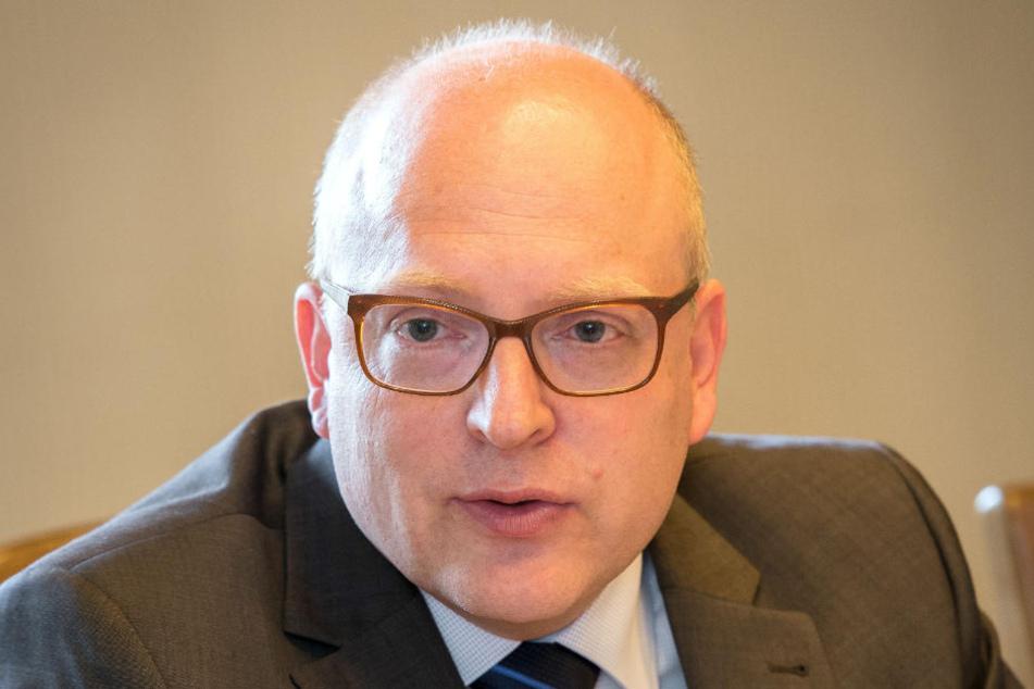 """Bürgermeister Sven Schulze (45, SPD) ist genervt vom """"Erzgebirgsdorf""""."""