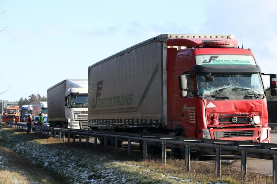Der polnische Laster ist in ein Stauende gekracht.