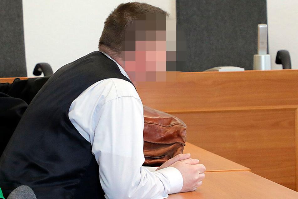 Freispruch für Jens N. (49). Der Angeklagte musste sich wegen Verbreitung, Erwerb und Besitz kinderpornografischer Schriften verantworten.