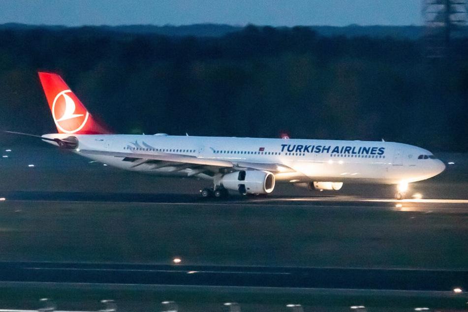 Die IS-Anhängerin wurde mit einer Maschine der Turkish Airlines nach Hamburg geflogen. (Symbolbild)