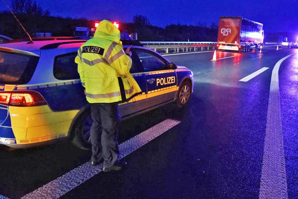 Lkw-Fahrer bei Reifenwechsel auf der A3 von Auflieger erdrückt