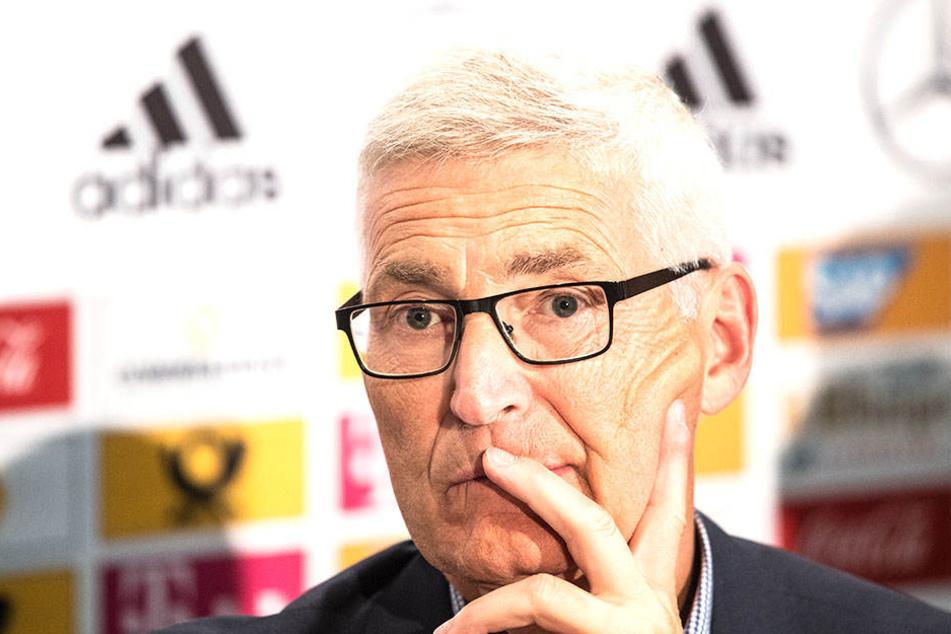 Schiedsrichter-Chef Lutz-Michael Fröhlich stellt den Videobeweis in der Winterpause noch einmal auf den Prüfstand.