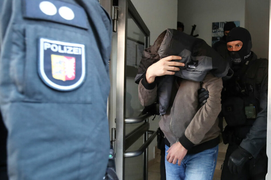 Anti-Terror-Razzia: Polizei stürmt mehrere Wohnungen
