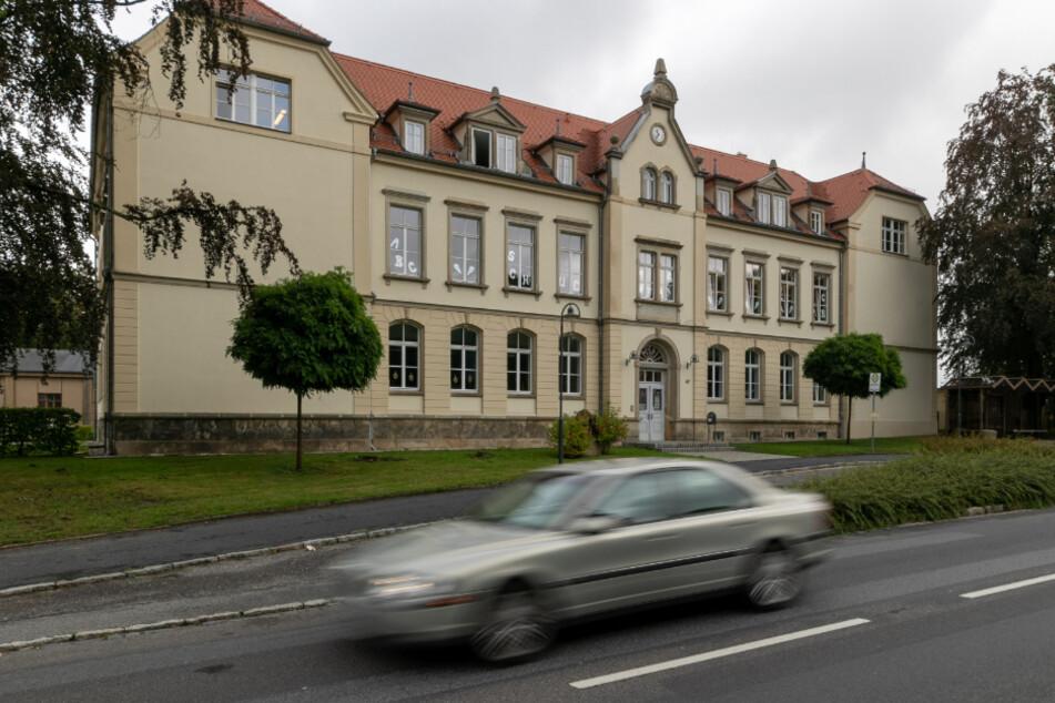 Der Grundschule Arnsdorf fehlt eine sichere Radwege-Anbindung.