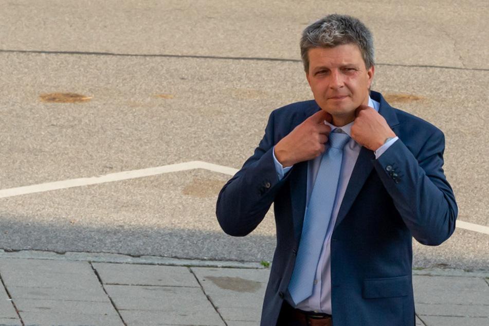 Der Grünen-Landtagsabgeordneten Hans Urban (43) wurde wegen Nötigung und falscher Verdächtigung zu einer Geldstrafe verurteilt.