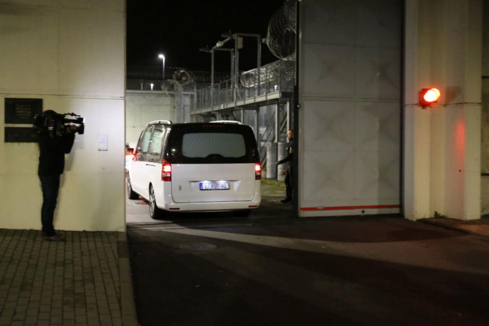 Donnerstagnacht gegen 0:30 Uhr wurde die Leiche vonDschaber al-Bakraus der JVA Leipzig abgeholt.