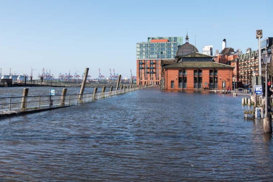 Sturmflut in Hamburg: Fischmarkt erneut unter Wasser