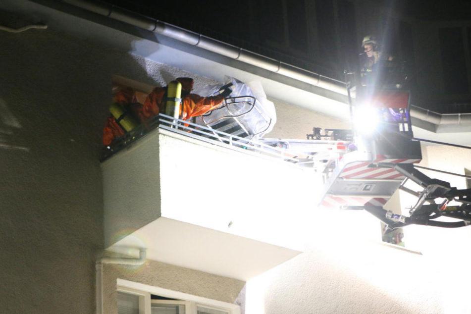 Feuerwehr holt 200-Kilo-Leiche aus Wohnung