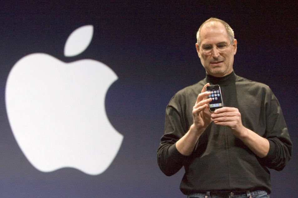 Steve Jobs 2007 bei der Vorstellung vom Ur-iPhone.