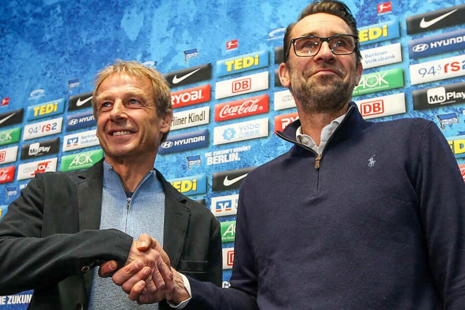 Ein Bild aus vergangenen Tagen: Michael Preetz stellt Jürgen Klinsmann als neuen Trainer vor.