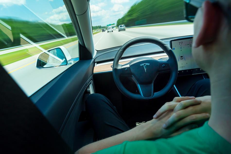 Dürfen autonome Autos bald ganz ohne Aufpasser fahren?