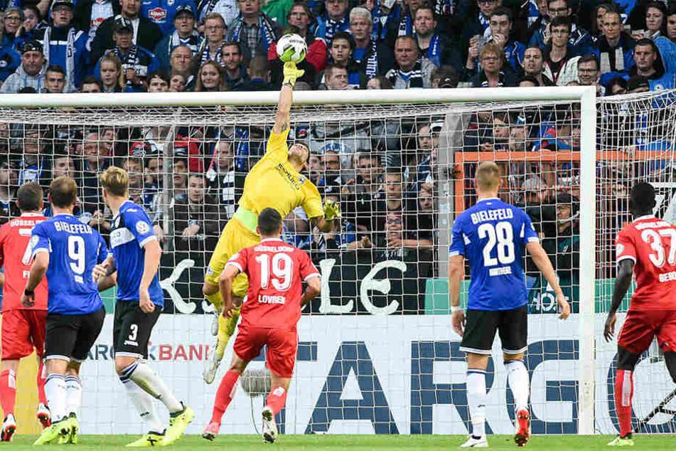 Ortega zeigte in der ersten Runde des DFB-Pokals gegen Düsseldorf starke Reflexe, das Spiel ging trotzdem verloren.