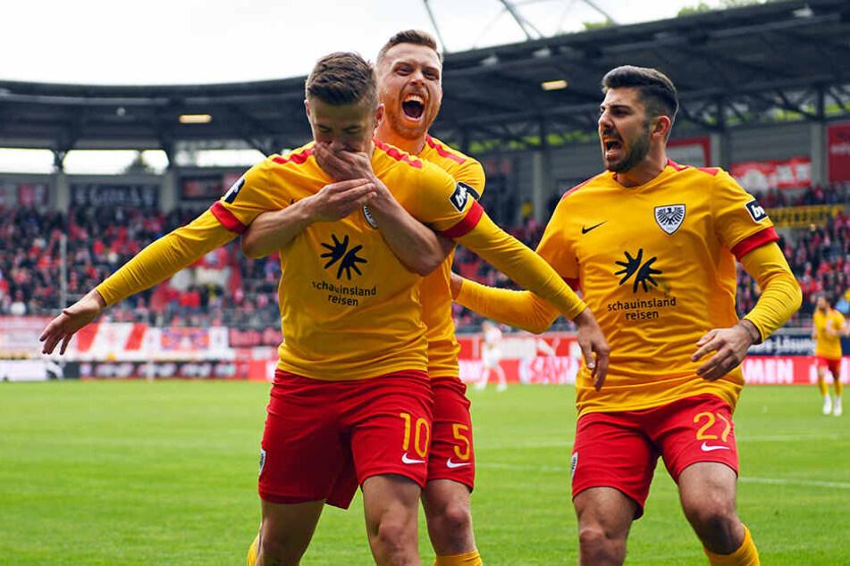 Martin Kobylanski (l.) war in der abgelaufenen Saison einer der besten Mittelfeldspieler der 3. Liga und wird in der kommenden Spielzeit für Eintracht Braunschweig kicken.