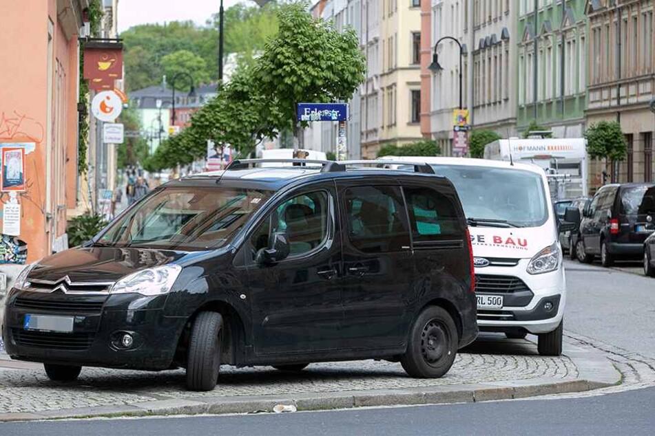 Auch Sonntag waren die Kreuzungen im Hechtviertel wieder zugeparkt.