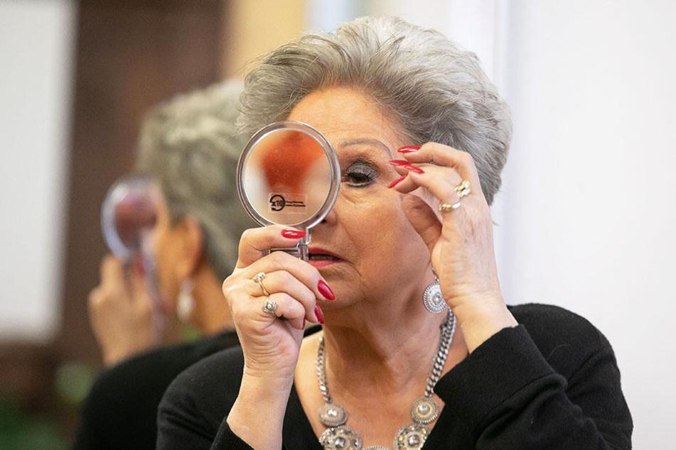 Auch mit über 70 noch sehr attraktiv: Auf ihr Äußeres legt Dagmar Frederic großen Wert.