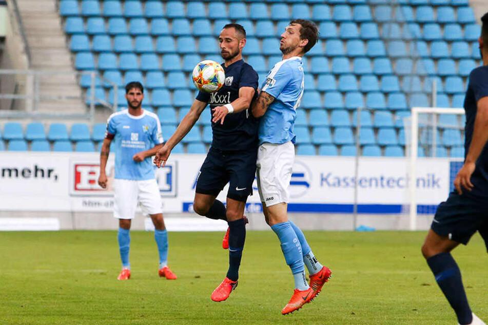 Hassan Amin vom SV Meppen und CFC-Kicker Matti Langer im Zweikampf um den Ball.