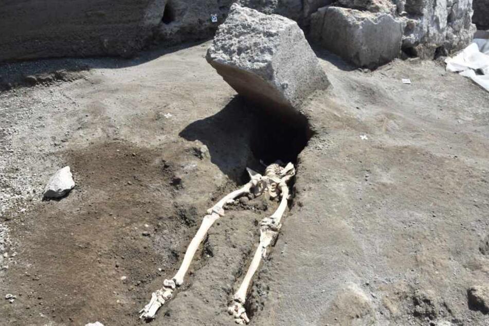 Der Mann wurde von einem Steinblock erschlagen.