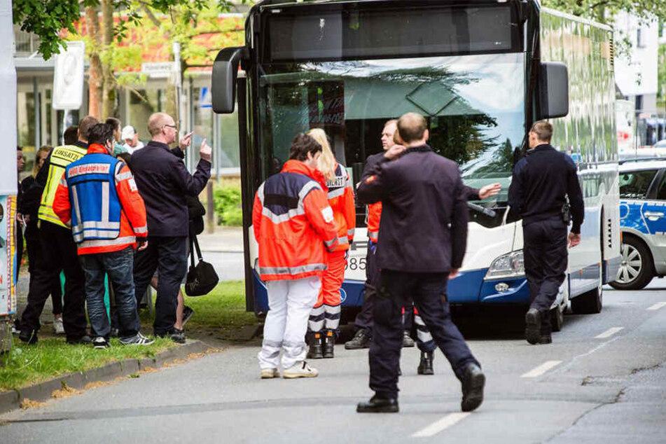 An der Bushaltestelle Travestraße stach der Täter am 13. Mai auf das Opfer ein.