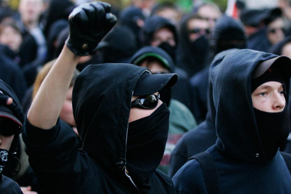"""Linksextreme wollen laut Focus gegen den """"hochgerüsteten Bullen- und Sicherheitsapparat"""" kämpfen. (Symbolbild)"""