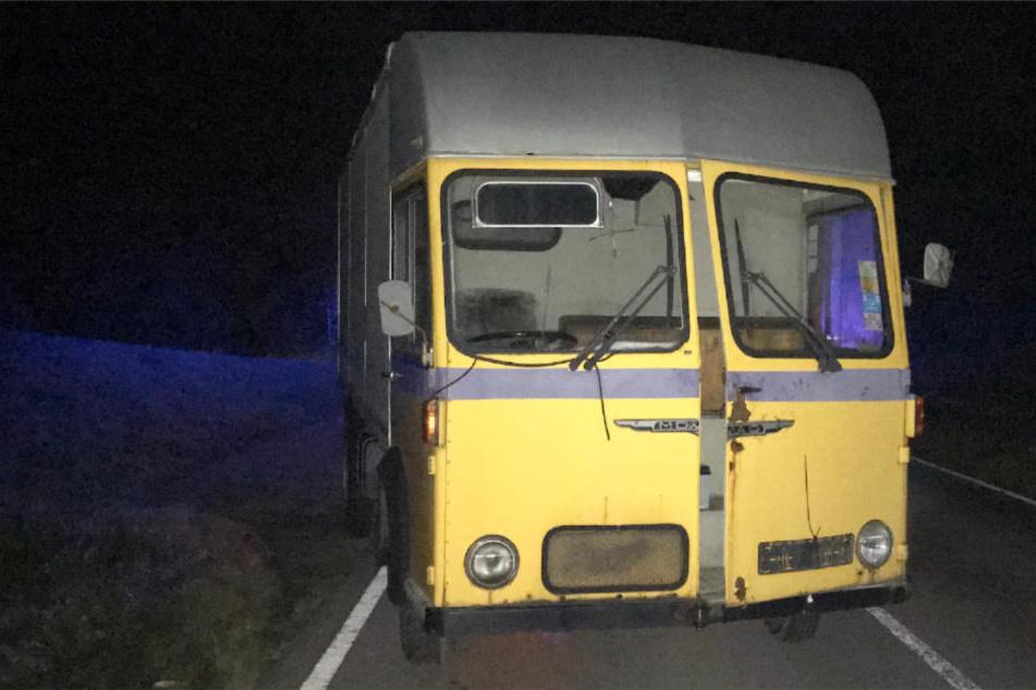Wem gehört dieser gelbe Laster? Die Polizei sucht den Besitzer.