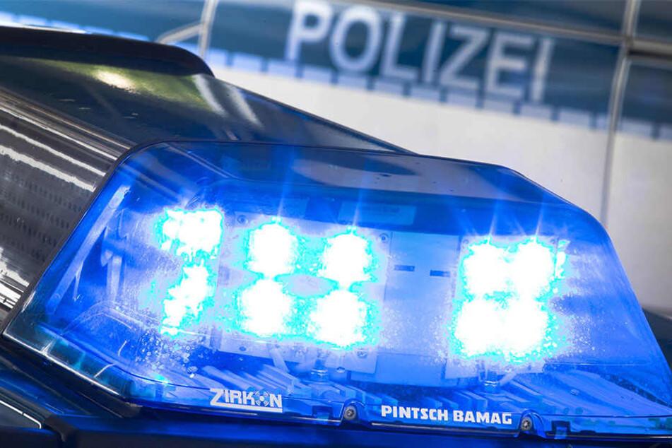 Die Polizei ist auf der Suche nach dem Fahrer. Ein Strafverfahren wurde eingeleitet. (Symbolbild)