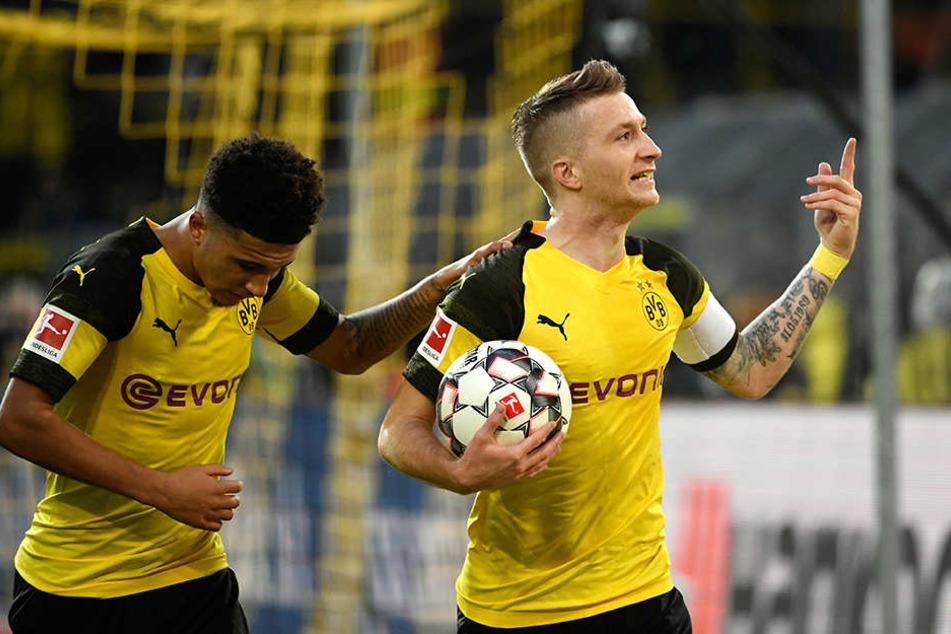 Torschütze Marco Reus (r.) und BVB-Teamkollege Jadon Sancho (l.) bejubeln die Dortmunder Führung.