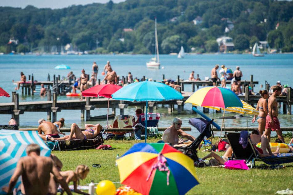 An den Seen um München, darunter Ammersee und Starnberger See, sind im Sommer die Strände überfüllt und die Straßen verstopft.