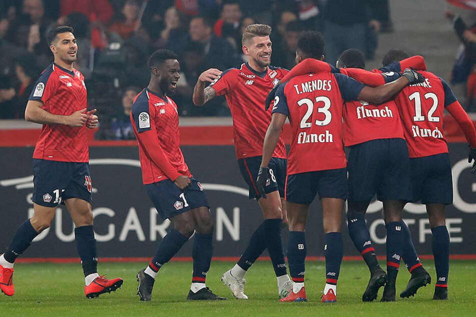 Riesen-Freude bei den Akteuren des französischen Fußball-Erstligisten OSC Lille! Sie zerlegten die Mannschaft von Thomas Tuchel (45) in ihre Einzelteile.