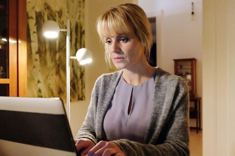 Währenddessen bemerkt Lea Peters, dass es ihr immer schwerer fällt, ihren Job hinter ihrem Sohn anzustellen.
