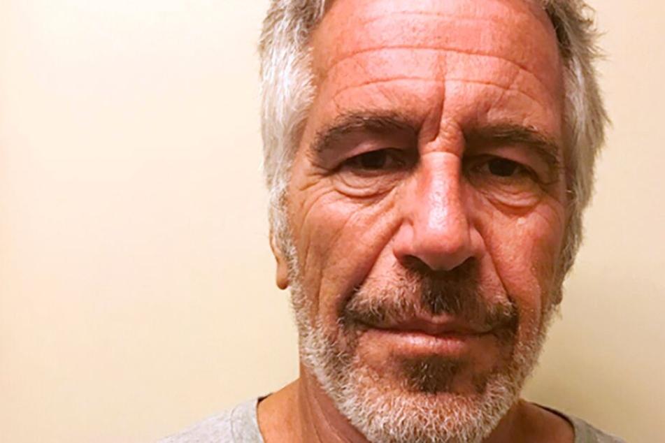Obduktionsbericht bestätigt: Jeffrey Epstein beging in seiner Zelle Selbstmord