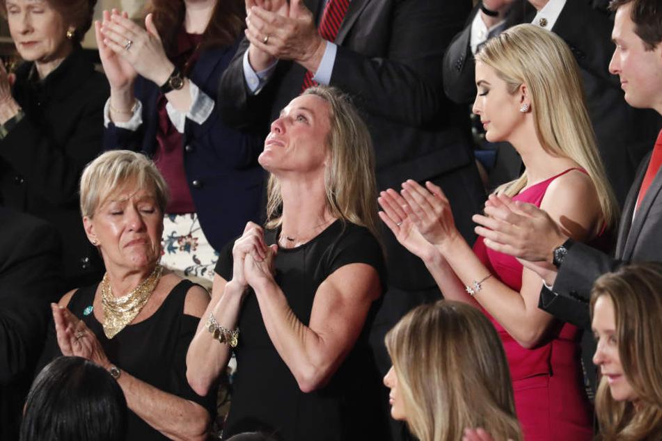 Trump wendet sich vor Kongress an Witwe von getötetem US-Soldaten