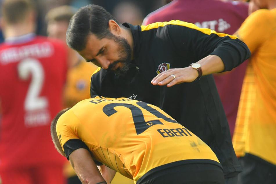 Cristian Fiel tröstete Patrick Ebert und dessen Mitspieler noch auf dem Platz.