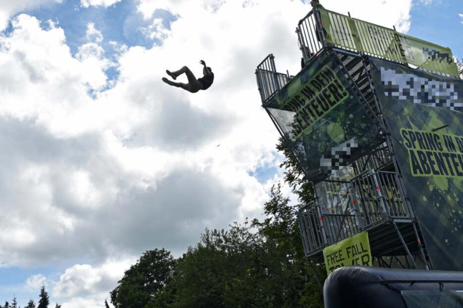 """Bei dem Turm handelte es sich um einen sogenannten """"Freefall-Tower""""."""